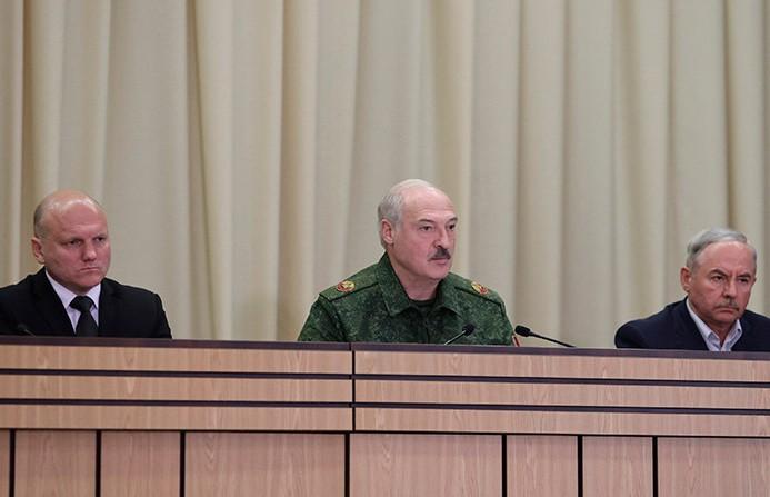 Лукашенко: военные защитят от внешних угроз, задача местной власти - стабилизировать ситуацию в стране