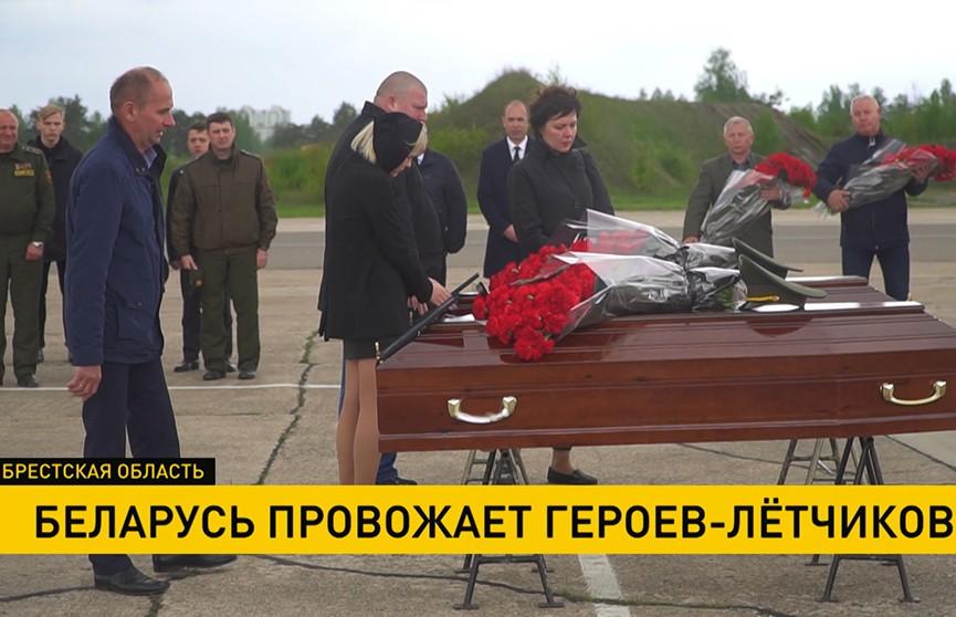 Беларусь провожает героев – майора Андрея Ничипорчика и лейтенанта Никиту Куконенко