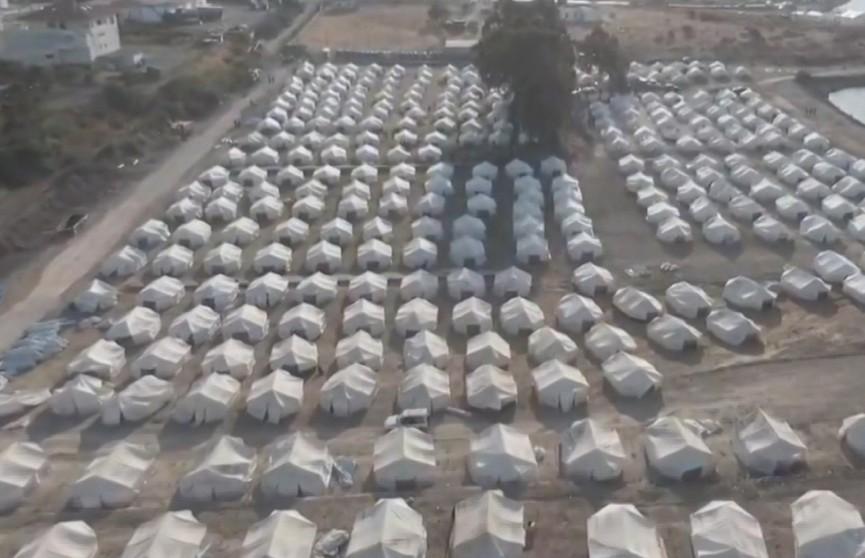 Новый лагерь для беженцев вместо сгоревшего построили в Греции