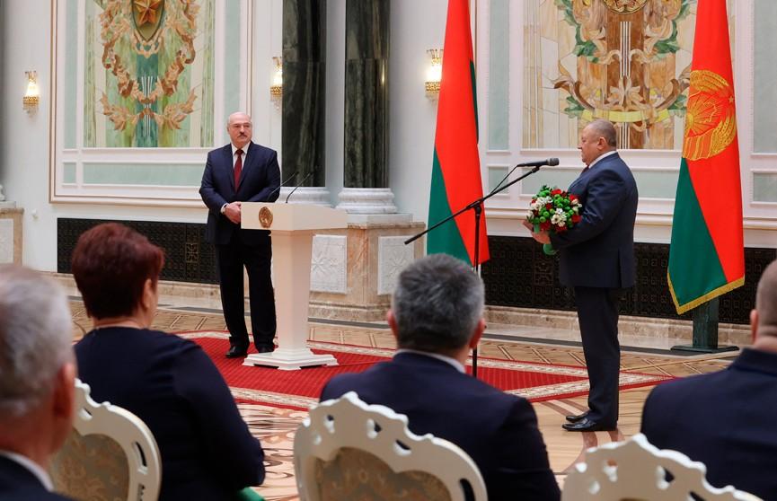 Лукашенко: Давайте сохраним страну, а все наши богатства будут зависеть только от нас