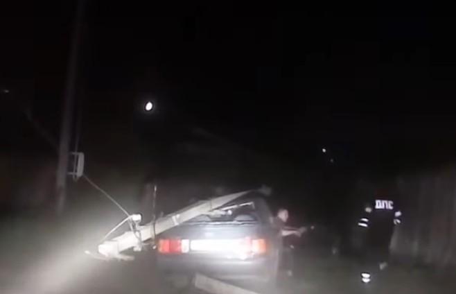 Пьяный борисовчанин, пытаясь скрыться от ГАИ, врезался в столб