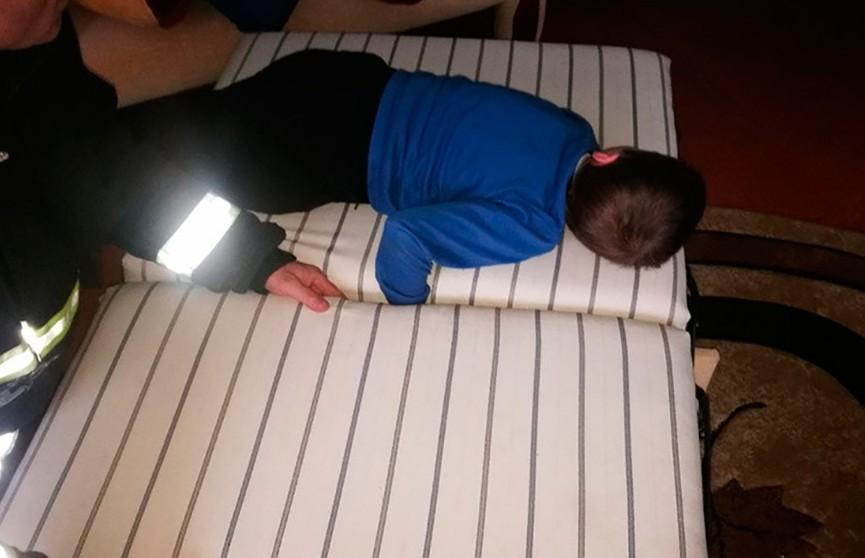 В Волковыске руку мальчика зажало в диване – пришлось вызывать МЧС