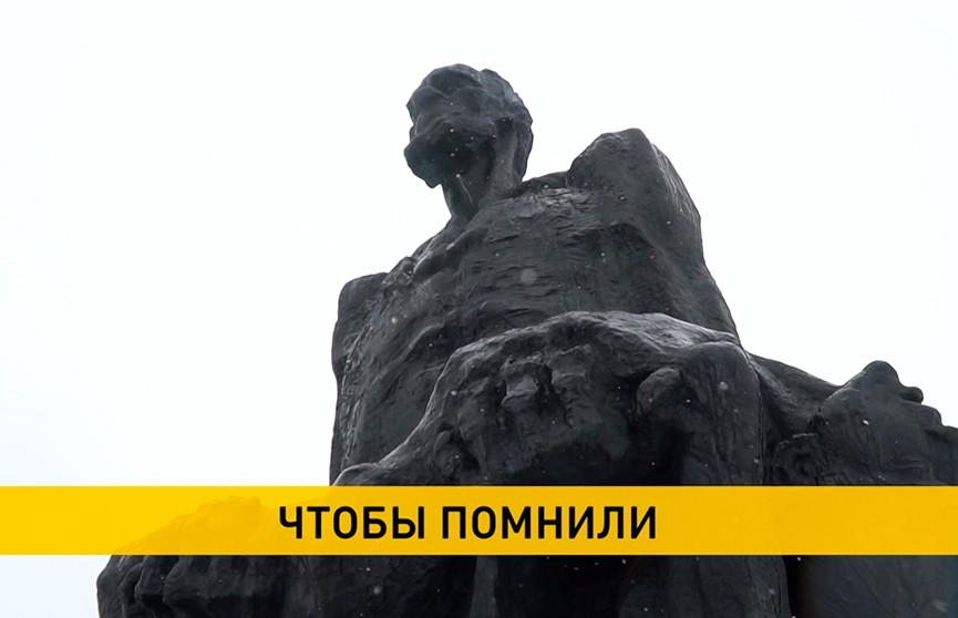 Хатынь, 78 лет спустя: накануне трагической годовщины в Беларуси вспоминают все сожженные нацистами деревни