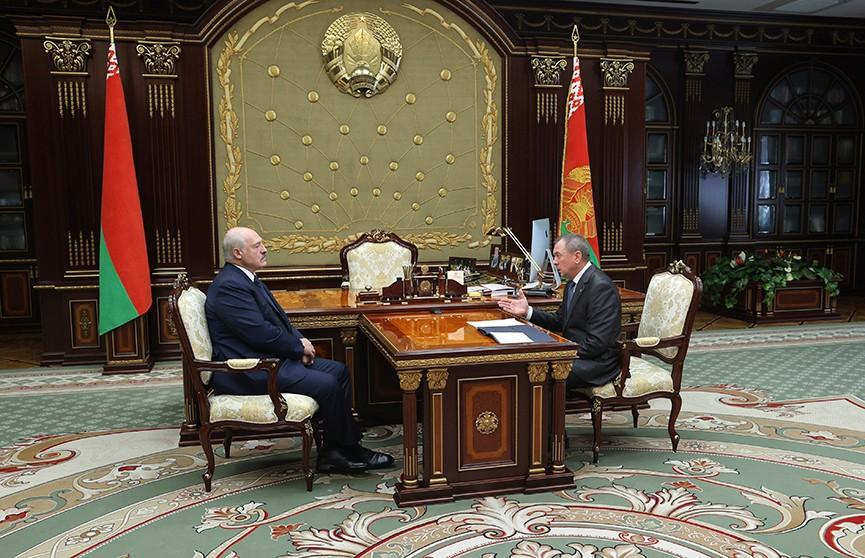 Лукашенко обсудил с Макеем график международных мероприятий с учетом пандемии