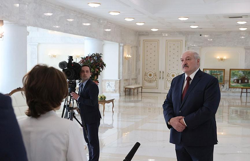 «Просто прошу: надо это сделать». Лукашенко призвал людей пожилого возраста вакцинироваться от COVID-19
