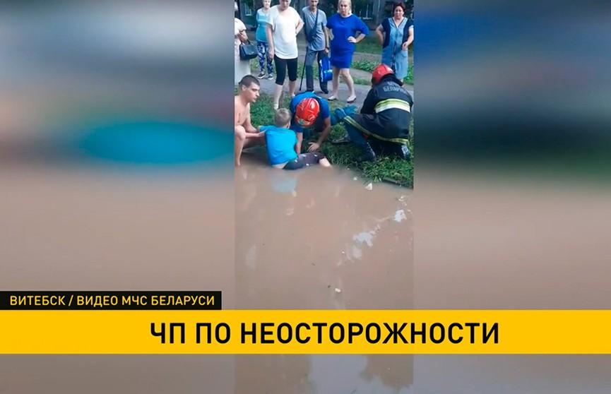 9-летний ребенок провалился в ливневую канализацию в Витебске. Спасателей вызвали прохожие