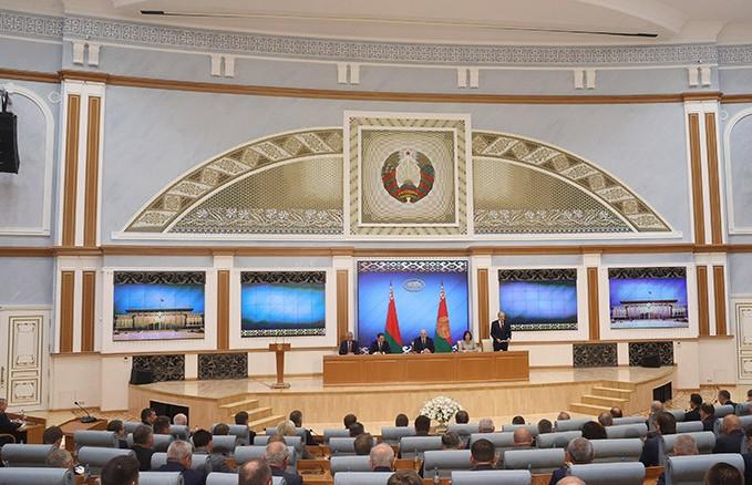 Лукашенко провел встречу с активом местной вертикали на тему общественно-политической обстановки