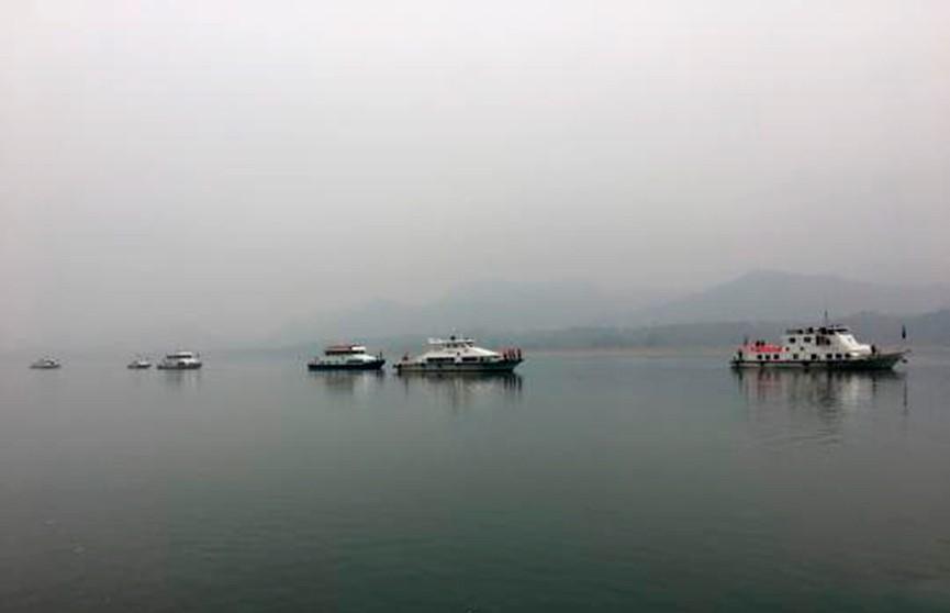 Рыбак выжил после 4 часов дрейфа по реке в Китае
