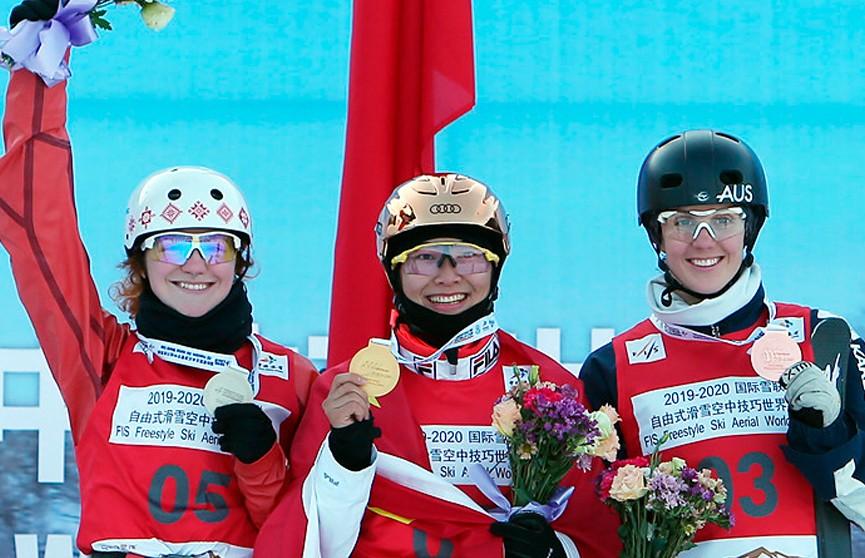 Александра Романовская выиграла серебро на этапе Кубка мира по фристайлу