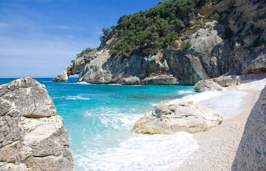 Из-за ворующих песок туристов пляжи Сардинии начнут патрулировать полицейские