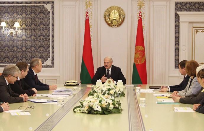 Лукашенко: Убежден, что мы можем больше пострадать от паники, нежели от самого вируса