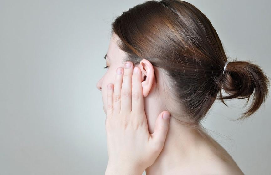 Не делайте так: почему нельзя вытряхивать попавшую в уши воду?