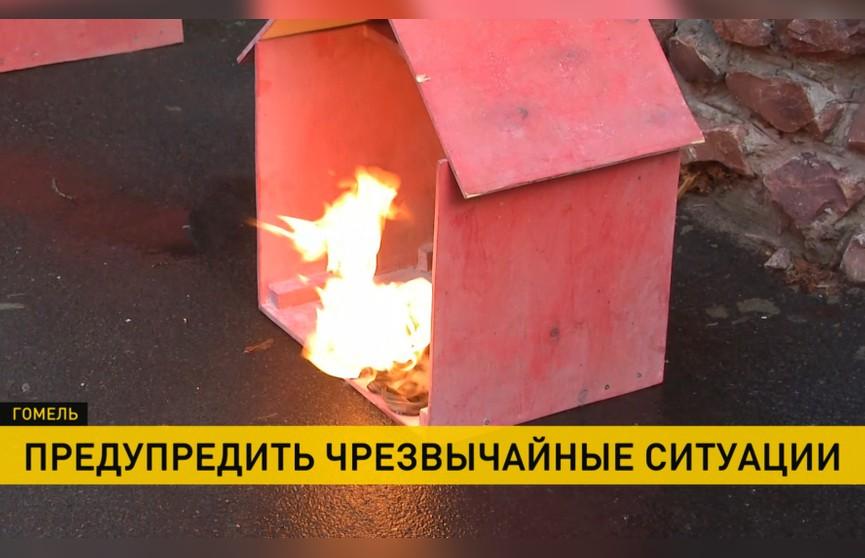 Креативная акция: сотрудники МЧС подожгли макет дома и старый матрас, показав, к чему приводит курение в постели