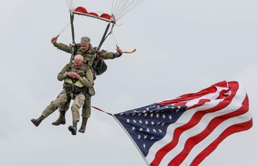 Возраст не помеха: американец прыгнул с парашютом в 97 лет