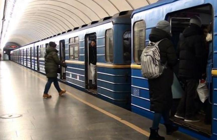 В метро Киева женщина пыталась украсть чужого ребенка