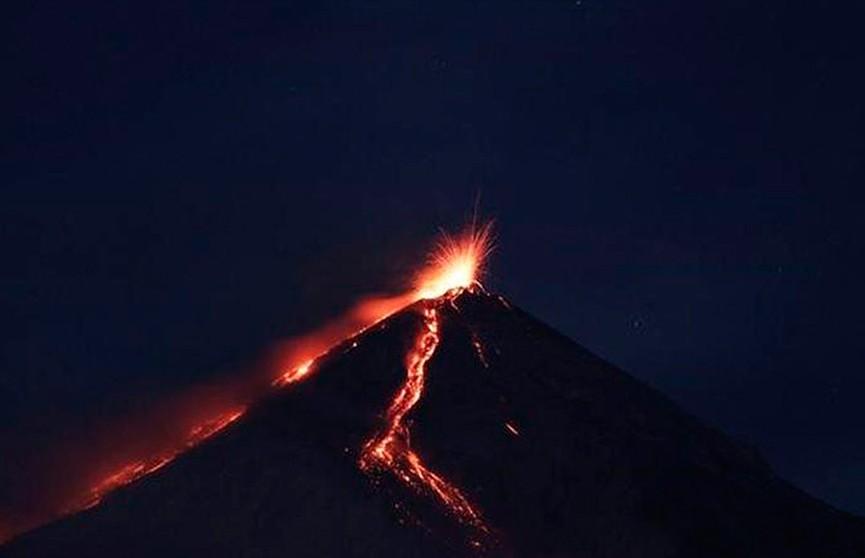 В Гватемале началось извержение вулкана Фуэго