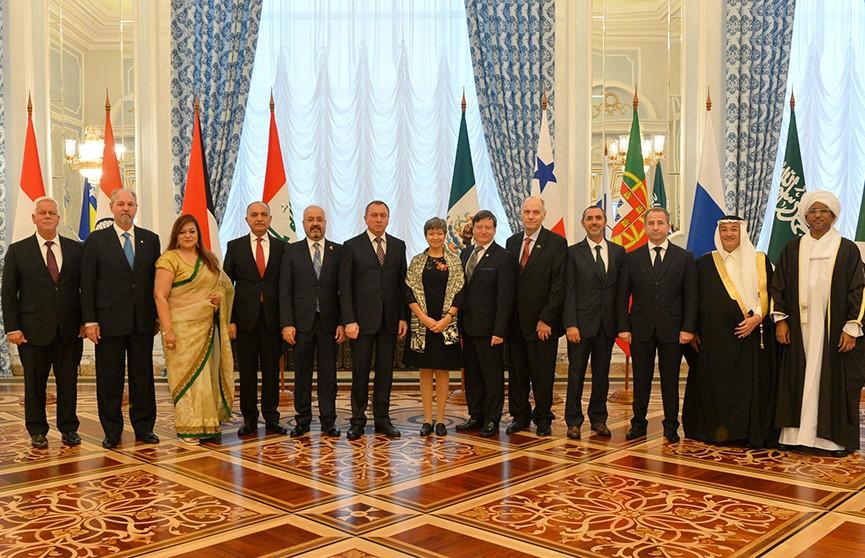 Александр Лукашенко: Беларусь нацелена на диалог со всеми партнёрами без давления и двойных стандартов
