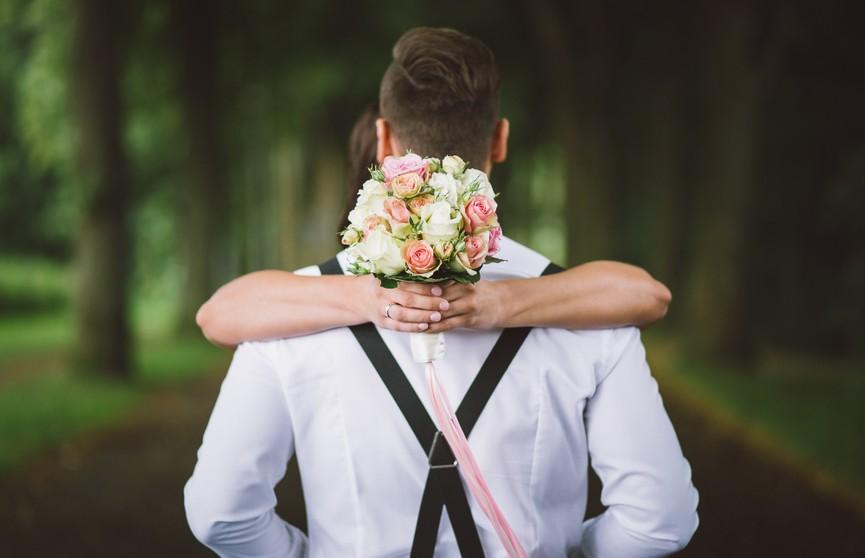 «Я спал с другой»: девушка познакомила подругу с женихом, но вскоре пожалела об этом