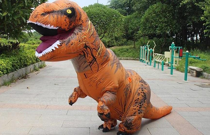 Британские полицейские опубликовали видео погони за динозавром