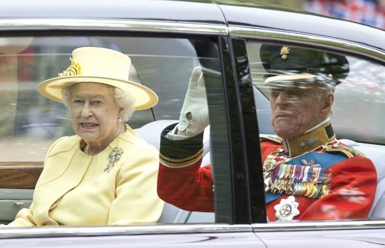 День рождения Елизаветы II из-за коронавируса провели в новом формате
