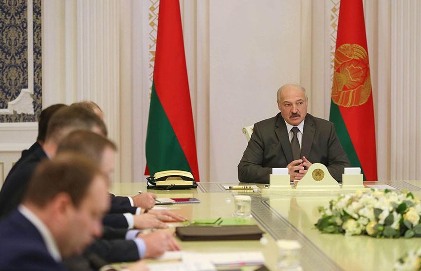 Лукашенко: Необходимо разобраться с негодяями, вбрасывающими фейки о смертях от коронавируса
