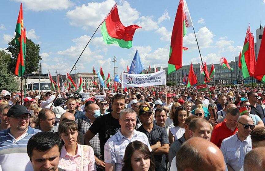 Митингующие на площади Независимости: «Мы разные, но Беларусь у нас одна»