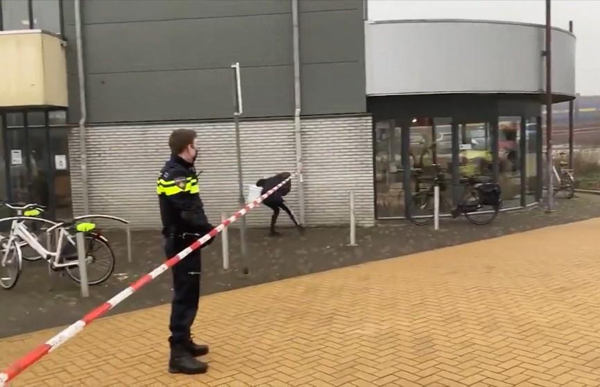 В Нидерландах возле центра тестирования на коронавирус прогремел взрыв