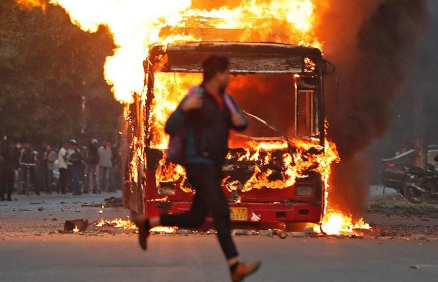 Более 50 человек пострадали в ходе студенческих протестов в Нью-Дели