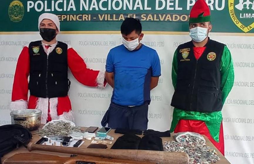 Полиция Перу провела спецоперацию в костюмах Санта-Клауса и эльфов
