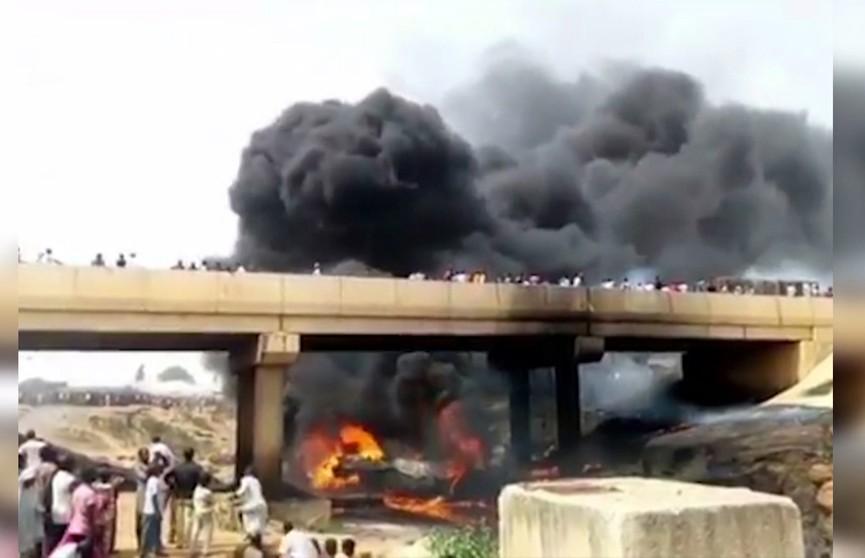 Цистерна с нефтью взорвалась на северо-востоке Нигерии: 12 погибших и 16 пострадавших