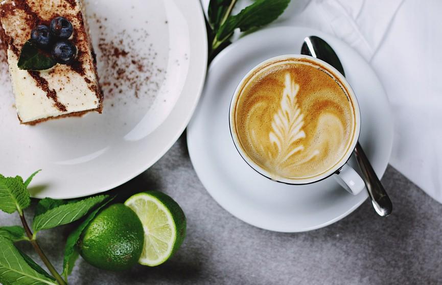 Кофе, сладости, газировка: названы продукты, которые вымывают кальций из организма