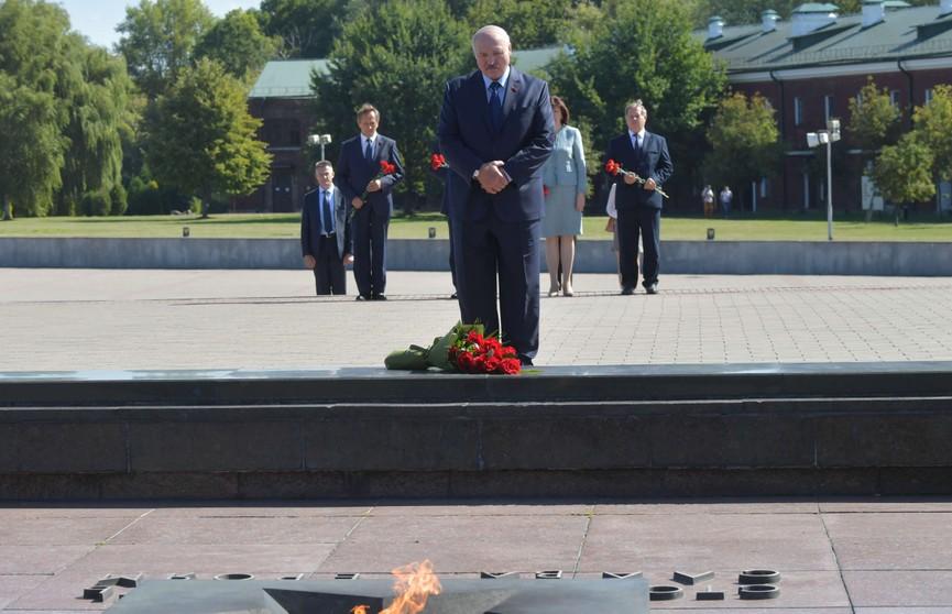 Александр Лукашенко побывал в Брестской крепости и отдал дань памяти героям
