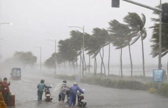 Разрушительный циклон «Амфан» унес жизни 14 человек и разрушил тысячи домов