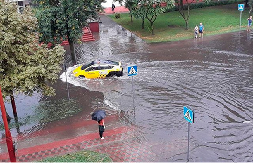 Центр Бреста затопило в результате ливня