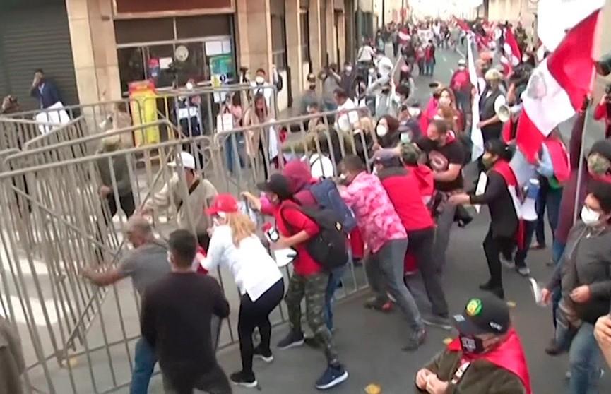 Антиправительственные протесты в Перу завершились жёстким разгоном
