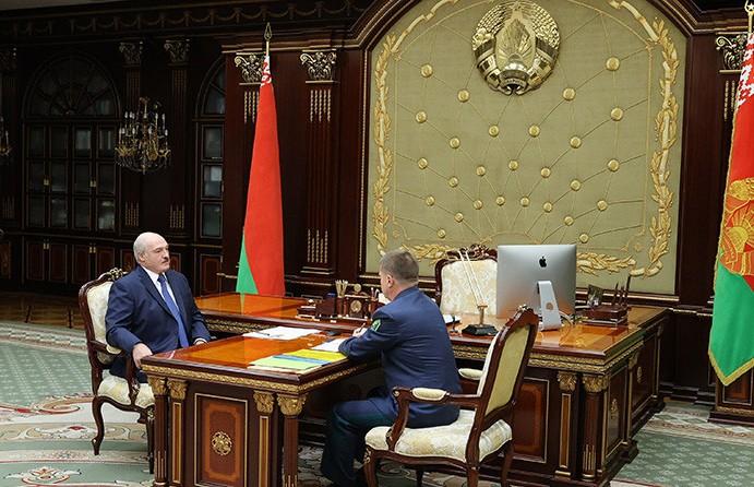 Лукашенко обсудил с главой ГТК ситуацию на таможне и переориентацию белорусских грузов
