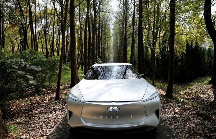 Новый электрический седан от Infiniti (Фото)