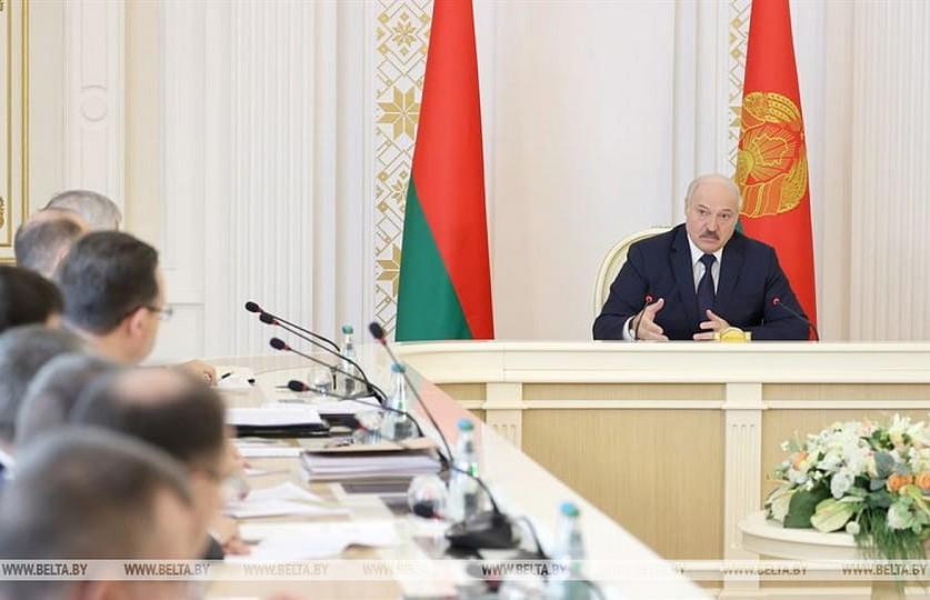 Лукашенко: Мы не бросим в беде Belavia