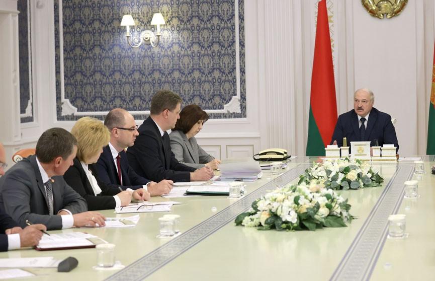 Лукашенко на совещании по развитию Минска: Мы должны опережать запросы населения или оперативно реагировать
