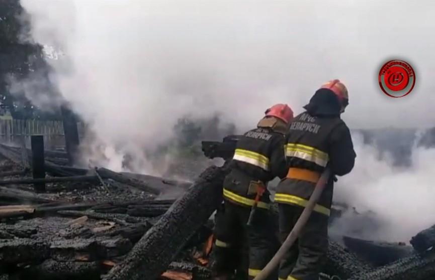 Загорелся дом в Лельчицком районе: мать отлучилась по делам, а в доме остались мальчишки четырёх и семи лет