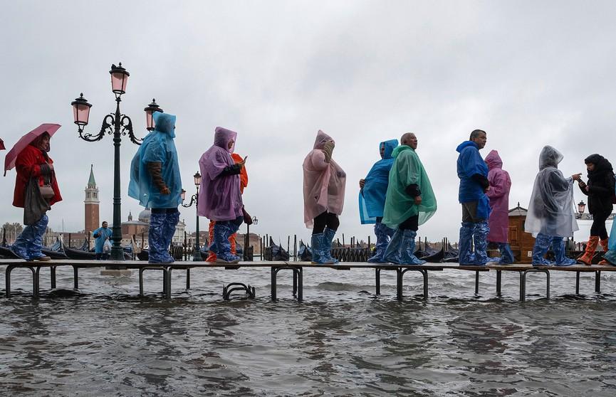 «Удар в сердце страны»: режим ЧП введен в Венеции после наводнения