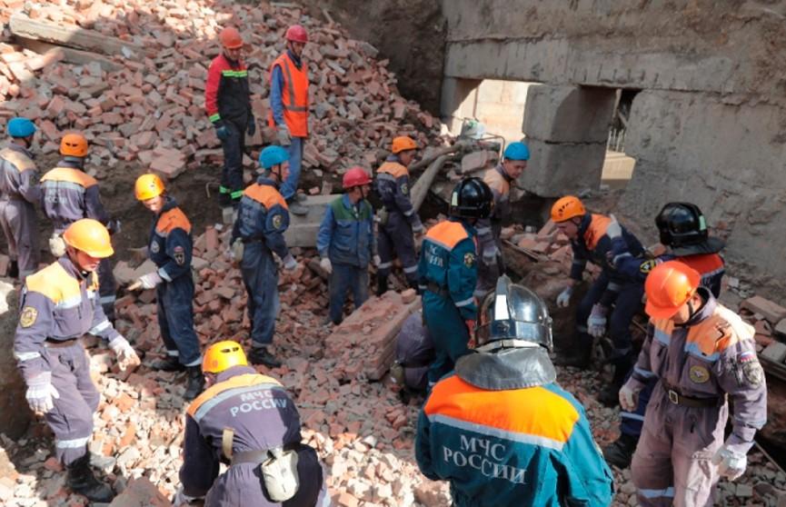 Три человека погибли, один пострадал. В Новосибирске завершили разбор завалов на месте рухнувшей стены