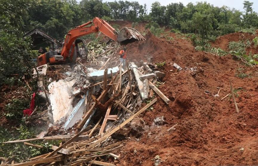 Из-за оползня в Индонезии 20 человек пропали без вести
