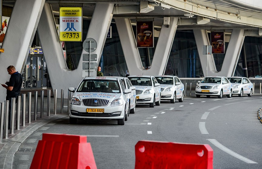 200 нарушений и 90 административных производств: таксистов возле минского аэропорта проверила транспортная инспекция Минтранса