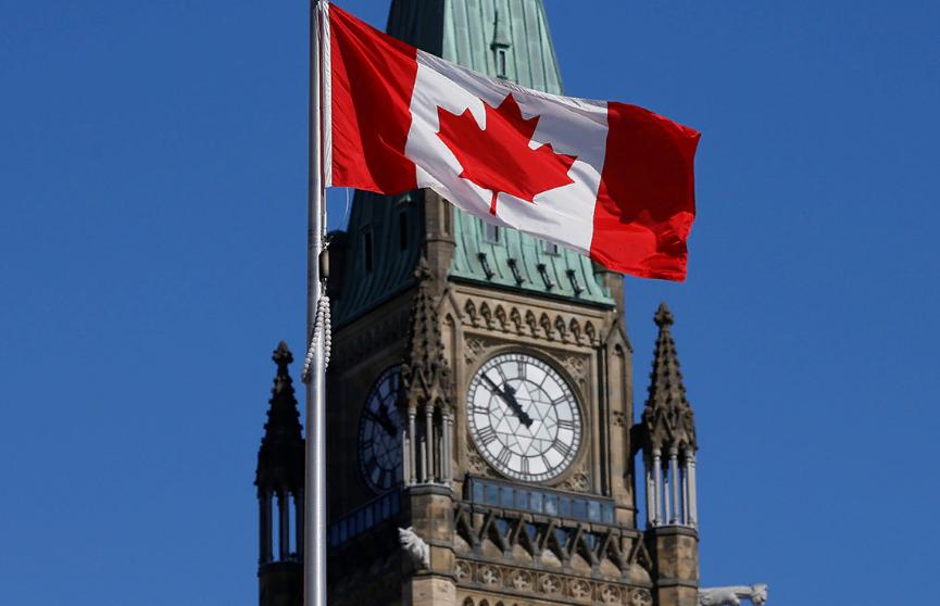 Один человек погиб в результате стрельбы у торгового центра в Канаде