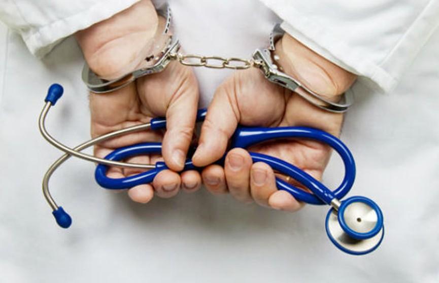 В России врачи бросили роженицу умирать в операционной, пишут СМИ
