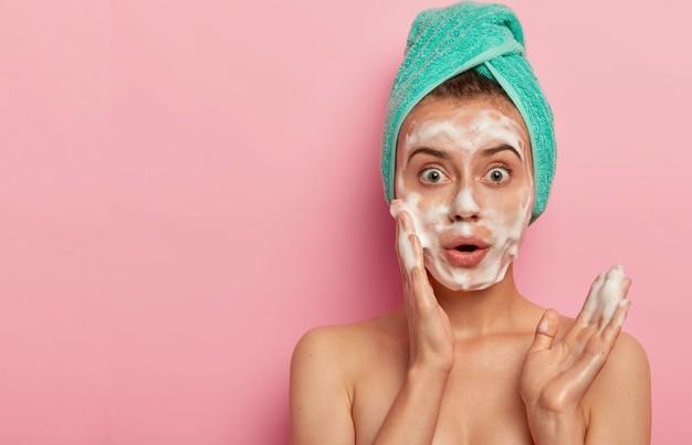 Вот что будет с вашим лицом, если умываться мылом каждый день