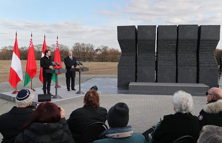 Александр Лукашенко и Себастьян Курц приняли участие в церемонии открытия монумента «Массив имён»