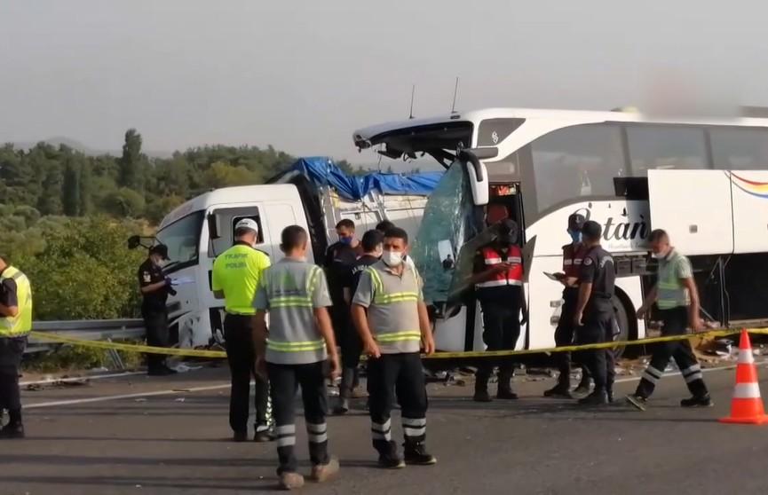 Крупное ДТП с туристами в Турции: 9 человек погибли, 30 ранены