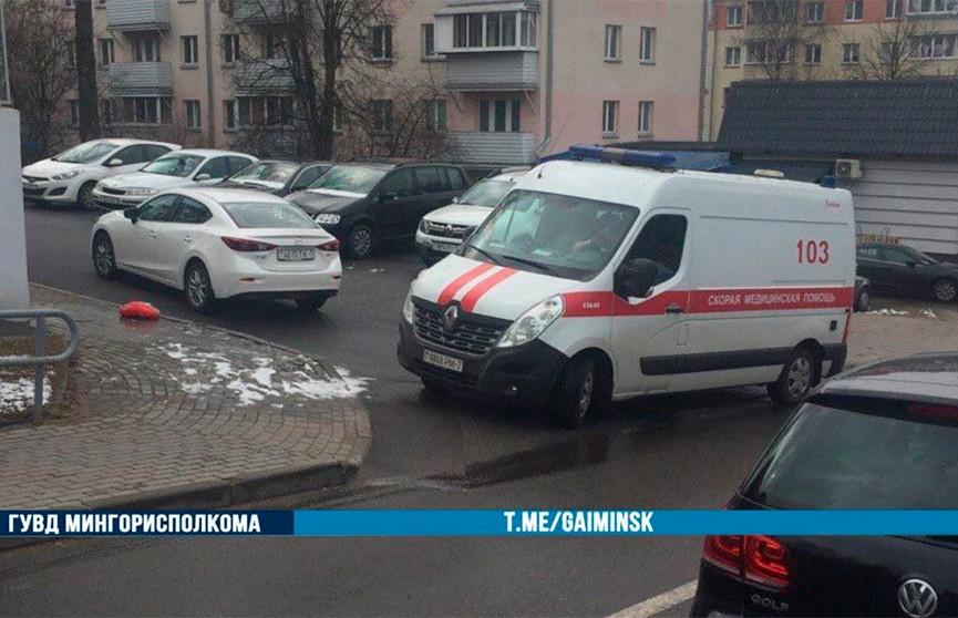 Пенсионерка попала под колеса авто во дворе дома в Минске